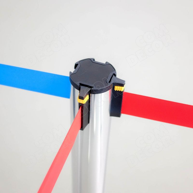 Barrier pole with retractable barrier belt